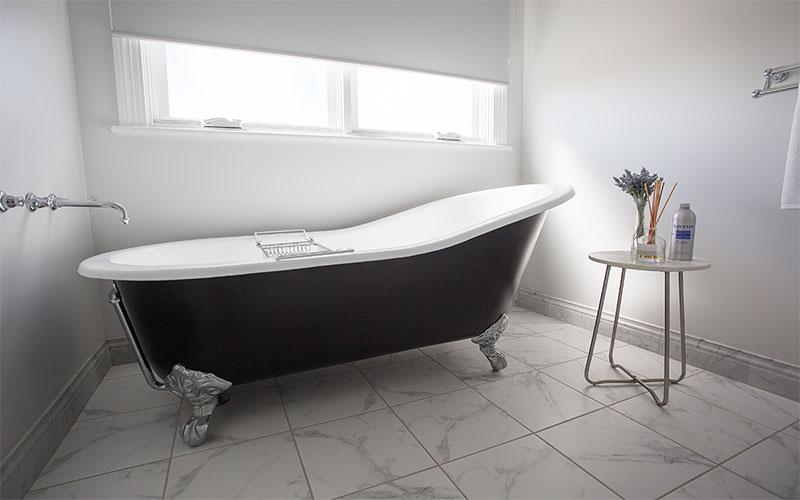 Bombira-Bath-Clawfoot